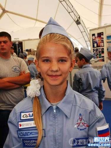 13岁女孩设计宇宙载人飞船只需42年能到达其他星系