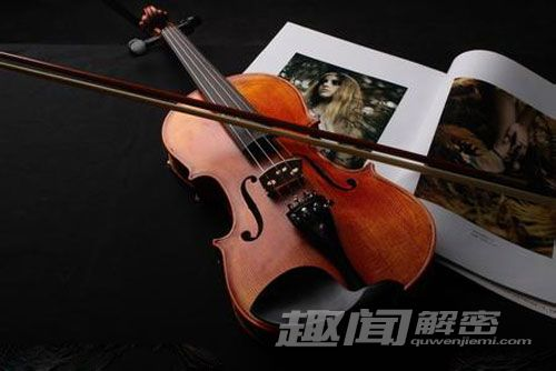 揭秘蓝瓷提琴青花瓷的传奇历史