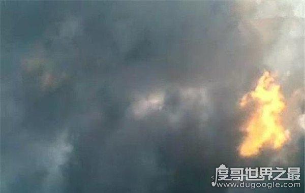 北京出现两条真龙,电闪雷鸣中现出身形(万人围观)