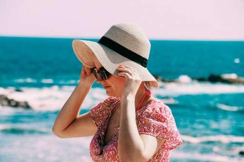约喜欢的女生去海边游玩,我该怎么做才能追上她?