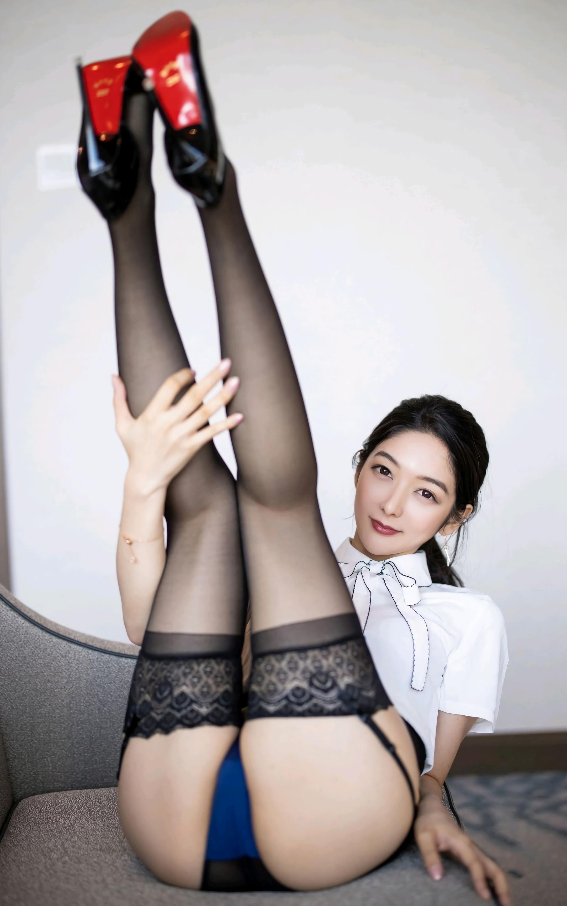 丝袜为什么对男人诱惑如此之大?